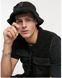 ASOS – Modularer Anglerhut aus schwarzem Teddyfell und Nylon mit abnehmbarer Geldbörse
