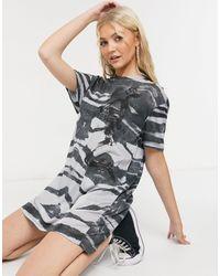 Religion – Oversize-T-Shirt-Kleid mit abstraktem Print - Mehrfarbig