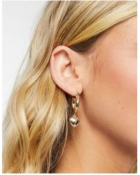 Monki Elise Valentines Earrings With Drop Heart - Metallic