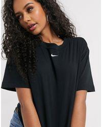 Nike – Oversized-Boyfriend-T-Shirt mit mittigem Swoosh-Logo - Schwarz
