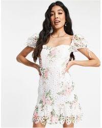 Love Triangle Vestido corto blanco con detalles - Multicolor