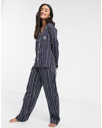 Lauren by Ralph Lauren – Gestreifter Pyjama aus Satin mit eingekerbtem Kragen - Blau
