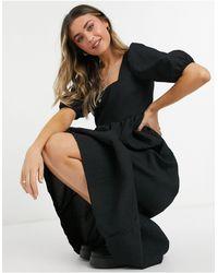 New Look - Черное Платье Миди Из Ткани С Эффектом Помятости С Присборенной Юбкой И Квадратным Вырезом -черный Цвет - Lyst
