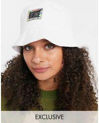Reclaimed (vintage) Inspired - Cappello da pescatore unisex con logo, colore bianco
