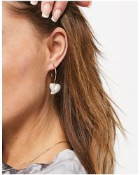ASOS Créoles avec breloque perle en forme - Métallisé