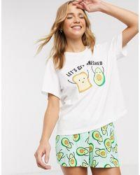 ASOS – Let's Get Smashed – Pyjama mit T-Shirt und Shorts mit Avocado-Design - Weiß
