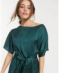 Lipsy Blusa con maniche svasate e cintura verde
