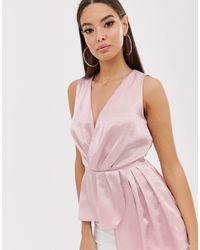 The Girlcode Top rosado con diseño cruzado asimétrico