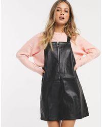 Miss Selfridge Robe chasuble en imitation cuir - Noir
