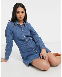 Lost Ink Vestito di jeans lavaggio vintage con spalle plissettate - Blu