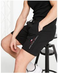 Tommy Hilfiger Pantaloncini della tuta basic neri con logo con bandiera - Nero