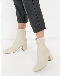 Stradivarius Seam Front Mid Heel Boots - Multicolour
