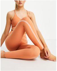 Nike Оранжевые Леггинсы Длиной 7/8 Nike Yoga Luxe Eyelet-оранжевый Цвет
