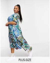 AX Paris – Gestuftes Hängerkleid mit Paisleymuster - Blau