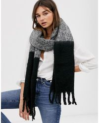 ASOS Pluizige Tweekleurige Sjaal Met Kwastjes In Grijs En Zwart