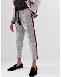 ASOS Pantalones de traje tapered con cuadros de lentejuelas grises y cinturón de cuerda con borlas - Marrón