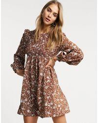 Fashion Union Robe babydoll courte à fronces et motif fleuri vintage - Marron