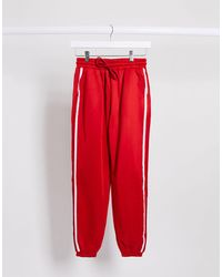The Couture Club Joggers rojos extragrandes con detalle