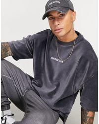 ASOS – Oversize-T-Shirt aus geripptem Velours-Cord mit Textstickerei - Schwarz