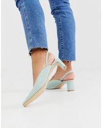 & Other Stories – Staubgrüne Schuhe mit eckiger Zehenpartie, mittelhohen Absätzen und Fersenriemen