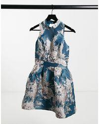 Chi Chi London Бирюзовое Платье Для Выпускного Мини С Высоким Воротом С Жаккардовым Цветочным Принтом -многоцветный - Синий