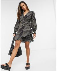 AllSaints Tranquil - Robe portefeuille à manches longues et imprimé camouflage - Vert