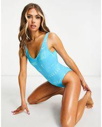 Nike – Badeanzug mit Logo und U-Rückenausschnitt - Blau