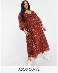 ASOS Asos design curve - robe portefeuille longue à fronces avec motif à pois en plumetis - marron - Rouge