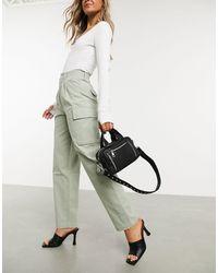 ASOS Pantalon chino plissé sur le devant avec poches cargo - Sauge - Multicolore