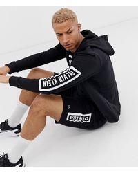 Calvin Klein Sudadera con capucha y cremallera en negro con logo llamativo