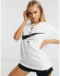 Nike Boyfriend T-shirt Met Swoosh En Diverse Logo's - Wit