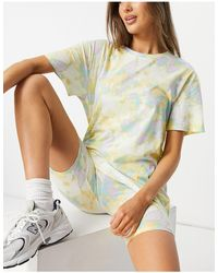 Lindex – SoU Katie – Set aus Oversize-T-Shirt und Legging-Shorts aus Bio-Baumwolle mit buntem Batikmuster - Mehrfarbig