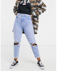 Bershka – Hellblaue Mom-Jeans aus Bio-Baumwolle mit Zierrissen am Knie und ausgefranstem Saum