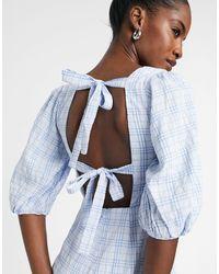 Glamorous Robe babydoll courte à carreaux avec encolure carrée - Bleu