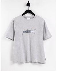 Chelsea Peers T-shirt confort avec motif « mindfulness » - Gris
