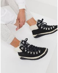 Sorel Out N About Conquest Fluff Lined Ankle Boots - Black