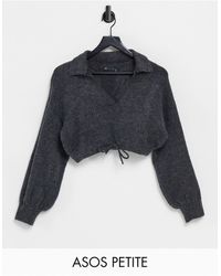 ASOS Jersey corto color carbón con cuello abierto y cintura anudada - Gris