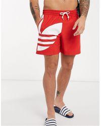 adidas Originals – Badeshorts mit großem Dreiblatt-Logo - Rot