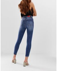 Stradivarius – Mittelblaue, enge Jeans mit extrem hoher Taille