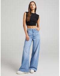 Bershka – Jeans im Stil der 90er mit super weitem Bein - Blau