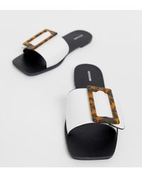 PrettyLittleThing Flat Sandal With Tortoiseshell Buckle - White