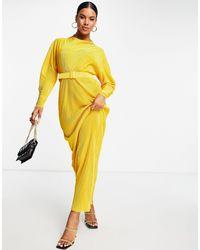 ASOS Золотистое Платье Макси С Фигурным Подолом, Высоким Воротом, Ремнем И Складками - Желтый