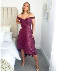Chi Chi London Платье Миди Ягодного Цвета С Открытыми Плечами И Ассиметричным Подолом -красный