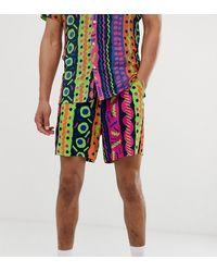 ASOS Tall – Schmale, kürzer geschnittene Shorts mit abstraktem Neon-Design, Kombiteil - Blau