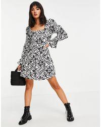 Miss Selfridge Robe courte en popeline motif floral - Blanc
