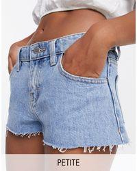 Topshop Unique – Jeansshorts mit niedrigem Bund - Blau