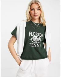 Miss Selfridge T-shirt manches courtes avec inscription Florida Tennis - forêt - Vert