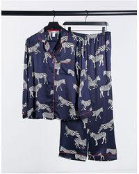 Chelsea Peers – Hochwertiges Satin-Schlafanzugset mit Reverskragen und Zebramuster - Blau