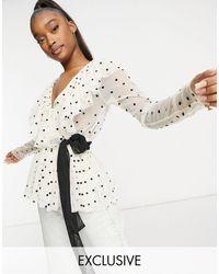 LACE & BEADS Esclusiva - Blusa color crema a pois con volant e cintura - Neutro