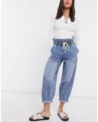 Bershka – Locker geschnittene, blaue Jeans mit elastischem Bund und Bindeband